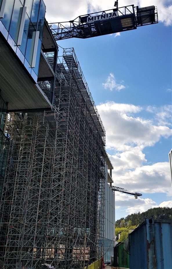 Prorentus shoring bridge between to buildings